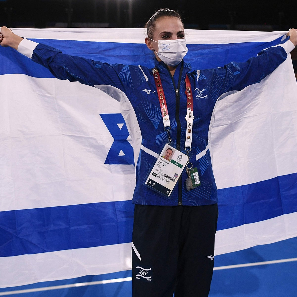 Linoy Ashram celebrating with the Israeli flag after her gold medal win in Tokyo, on Saturday.