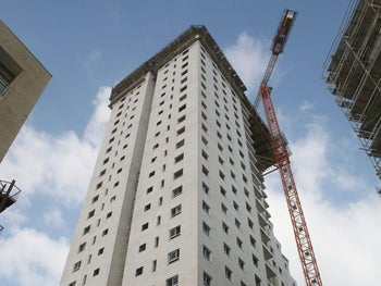 Apartment buildings under construction in Netanya (archives).