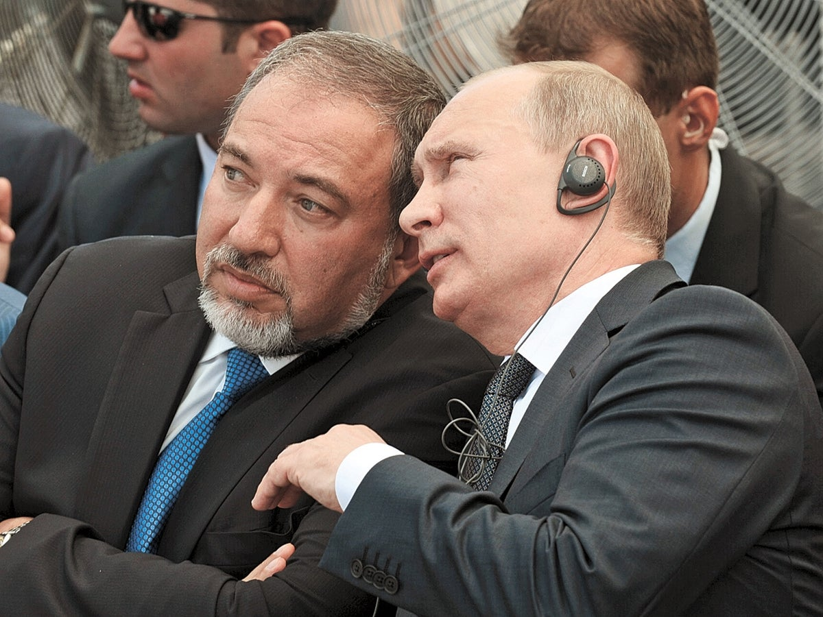 The dubious ties between Lieberman's man and Moscow