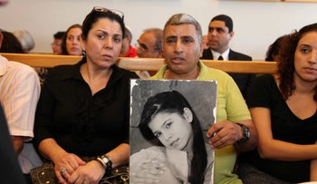 Parents of murder victim Ta'ir Rada hold up her picture at court in Nazareth, September 14, 2010.