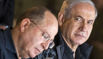 PM Netanyahu, right, with Defense Minister Ya'alon, on Dec. 10, 2014.