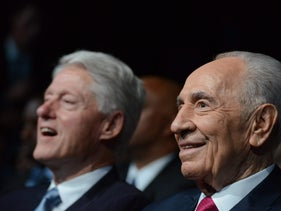 Bill Clinton (left) and Shimon Peres.