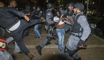 Protesters and police clash at Tel Aviv demonstration of Ethiopian Israelis, May 3, 2015.