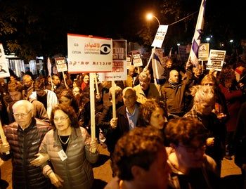 Thousands march in Tel Aviv in protest of incitement against President Reuven Rivlin and left-wing NGOs, December 19, 2015.
