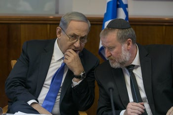 Avichai Mendelblit (right) consults with Prime Minister Benjamin Netanyahu during a weekly cabinet meeting, September 2015.
