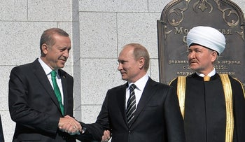 Turkey's President Recep Tayyip Erdogan and Russia's President Vladimir Putin in the opening ceremony of the Moscow Grand Mosque, September 23, 2015.
