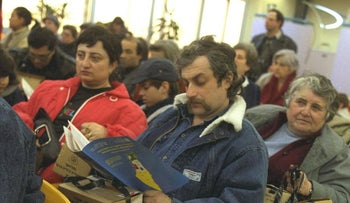 Immigrants from the former Soviet Union at Ben-Gurion International Airport, February 1991.