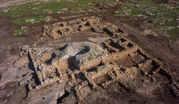 A bird's-eye view of the 2,700-year old farmhouse found by Rosh HaAyin, which features walls still standing up to 2 meters in height, a grain silo and other artifacts indicating the importance of flour to the culture at the time.