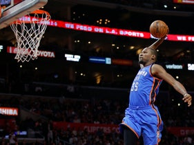 Oklahoma City Thunder's Kevin Durant goes up for a dunk during the second half of an NBA basketball game against the Los Angeles Clippers, Monday, Dec. 21, 2015, in Los Angeles.