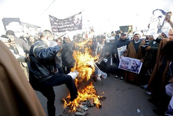 Supporters of Shi'ite cleric Moqtada al-Sadr burn an effigy of King Salman of Saudi Arabia during a demonstration against the execution of Shi'ite Muslim cleric Nimr al-Nimr in Saudi Arabia, in Baghdad, Iraq January 4, 2016.