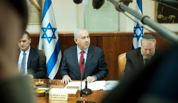 Prime Minister Benjamin Netanyahu chairs the weekly cabinet meeting at the PM's office in Jerusalem, on January 17, 2016.