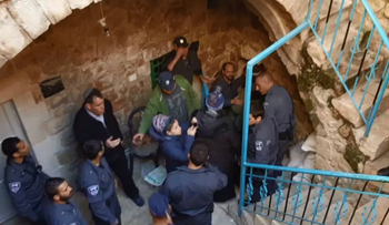 Israeli border police evict settlers from a Hebron home, January 22, 2016.