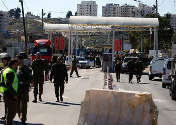 Israeli security forces gather at a checkpoint near the Beit El settlement, close to the West Bank city of Ramallah, January 31, 2016.