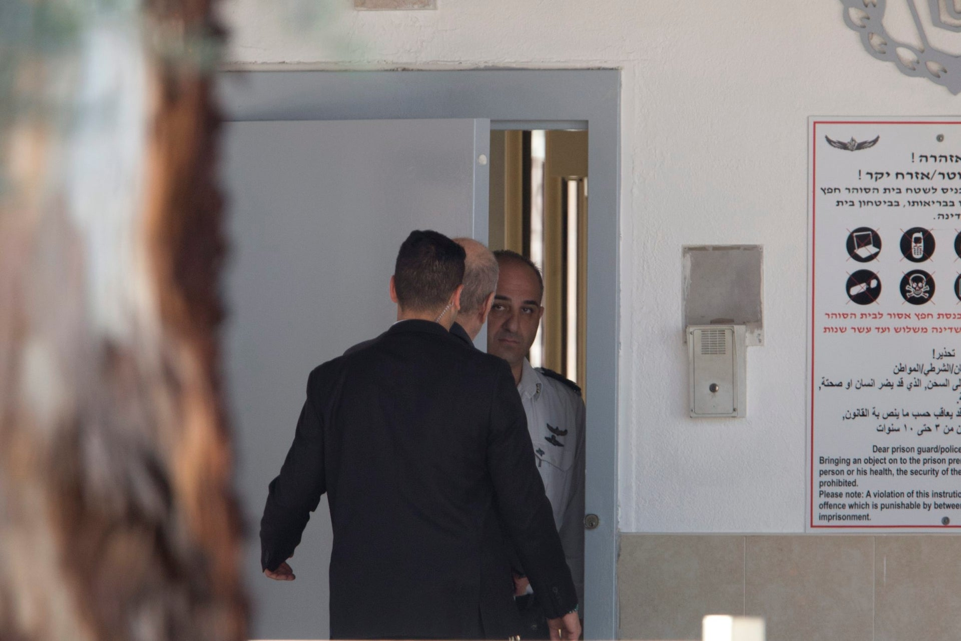 Former PM Ehud Olmert entering Maasiayahu Prison on February 15, 2016.