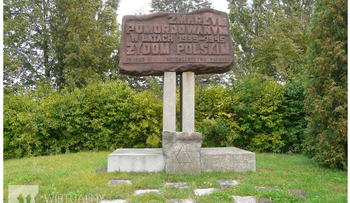 The monument at the Plonsk cemetery in 2009.