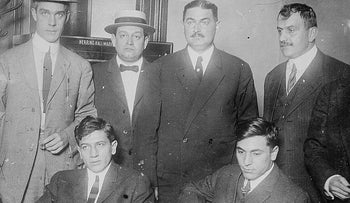Gyp the Blood (left) and Lefty Louie with their captors, 1912.