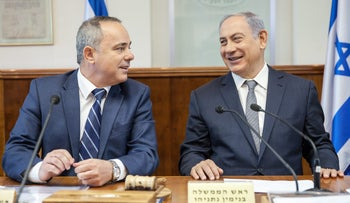 Minister Yuval Steinitz and Prime Minister Benjamin Netanyahu attend the weekly cabinet meeting on May 22, 2016.