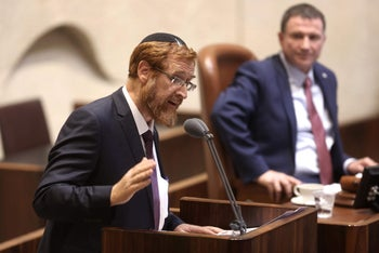 Speaker Yuli Edelstein, right, looks on as MK Yehudah Glick speaks during the Knesset session in which the MK was sworn in, May 25, 2016.