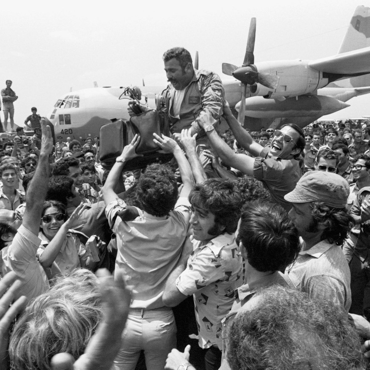 The crowd lifting the squadron leader of the rescue planes on their return to Israel from Entebbe in July 1976.