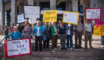 Demonstration by Holocaust survivors in Tel Aviv, across from Defense Ministry headquarters, in 2012.