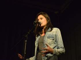 Lucy Ayoub in Poetry Slam evening.