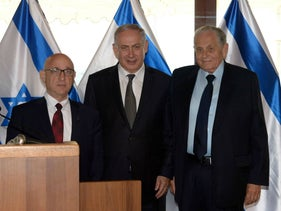Special envoy Joseph Ciechanover, right, next to Prime Minister Benjamin Netanyahu during the Rome press conference announcing the deal with Turkey, June 27, 2016.