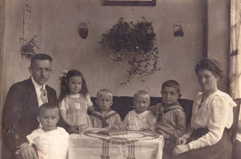 Brunhilde Pomsel with her parents and siblings.