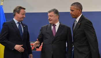 British Prime Minister David Cameron shakes hands with Ukrainian President Petro Poroshenko flanked by U.S. President Barack Obama after NATO summit meeting, Warsaw, Poland, July 9, 2016.