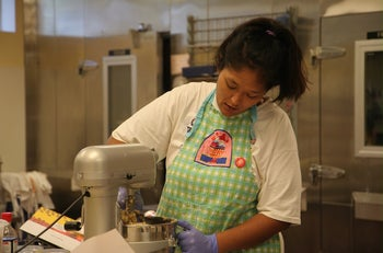 Kimberly Ferry, who had endured years of homelessness and mental health struggles, working at the Altamont Bakery in Tulsa. (Courtesy of Congregation B'nai Emunah)