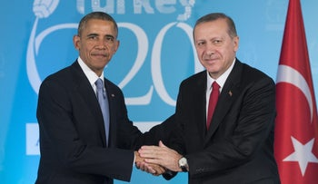 Turkish President Recep Tayyip Erdogan (R) and U.S. President Barack Obama shake hands during a meeting on the sidelines of the G20 summit in Antalya, on November 15, 2015.