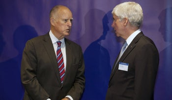 Governors Jerry Brown of California (L) and Rick Snyder of Michigan chat during a meeting with Chinese President Xi Jinping and Chinese governors to discuss clean technology and economic development in Seattle, Washington, September 22, 2015.