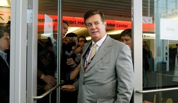 Paul Manafort escapes a mob of reporters asking about the Republican National Convention Committee on Rules in Cleveland, Ohio, U.S. July 14, 2016.