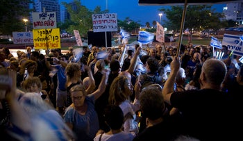 An estimated 3,000 people gathered protest Attorney General Avichai Mendelblit's handling of the probes into Prime Minister Benjamin Netanyahu, Petah Tikva, August 12, 2017.