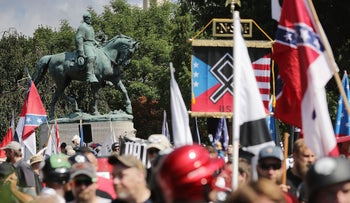 """The statue of Confederate General Robert E. Lee stands behind a crowd of hundreds of white nationalists, neo-Nazis and members of the """"alt-right"""" in Charlottesville, Virginia, August 12, 2017."""