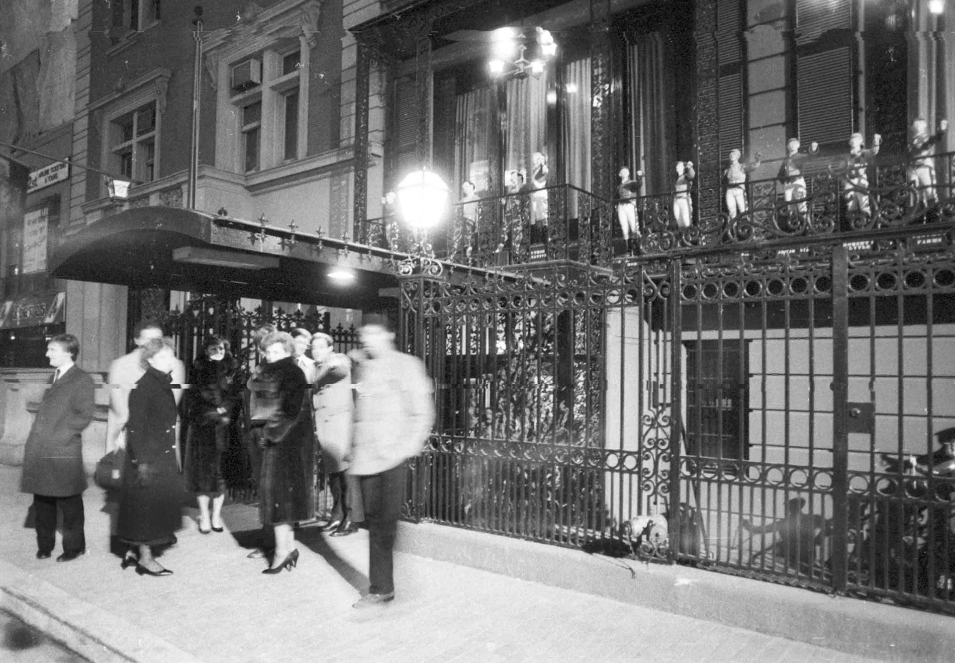 Customers stand outside The 21 Club in 1985.