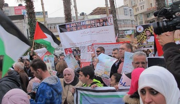 Palestinians protest in Ramallah for release of bodies.