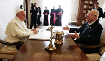 Pope Francis talks with Israel's President Reuven Rivlin during a private audience in the Pontiff's private library, Vatican, September 3, 2015.