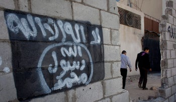 Graffiti depicting the flag of the Islamic State group in the city of Ma'an, Jordan, 2014.