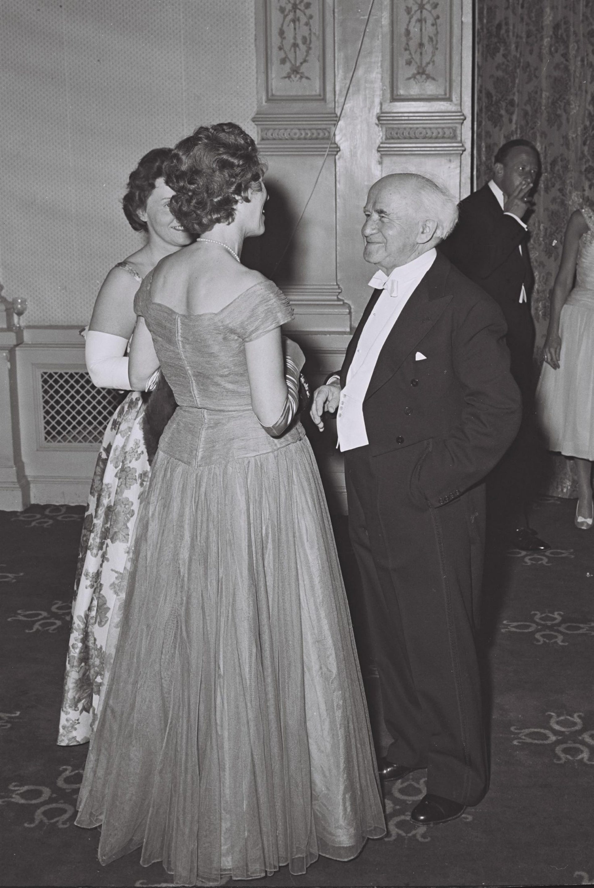 Prime Minister David Ben-Gurion attends a Dutch state dinner held in his honor during his official visit in 1960.