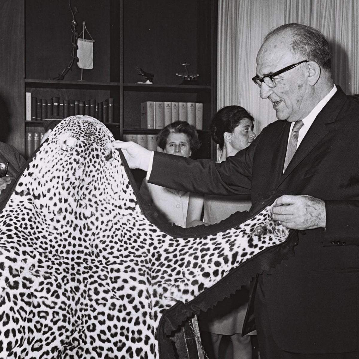 Malawi President Kamuzu Banda present Israeli Prime Minister Levy Eshkol with a leopard skin at the latter's office in Jerusalem.