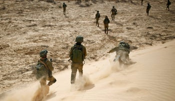 Israeli soldiers from the Desert Reconnaissance battalion take part in a drill near Kissufim in southern Israel, November 29, 2016.