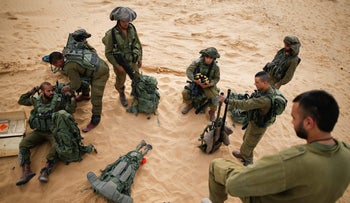 Israeli soldiers from the Desert Reconnaissance battalion take part in a drill near the Gaza Strip in southern Israel, November 29, 2016.