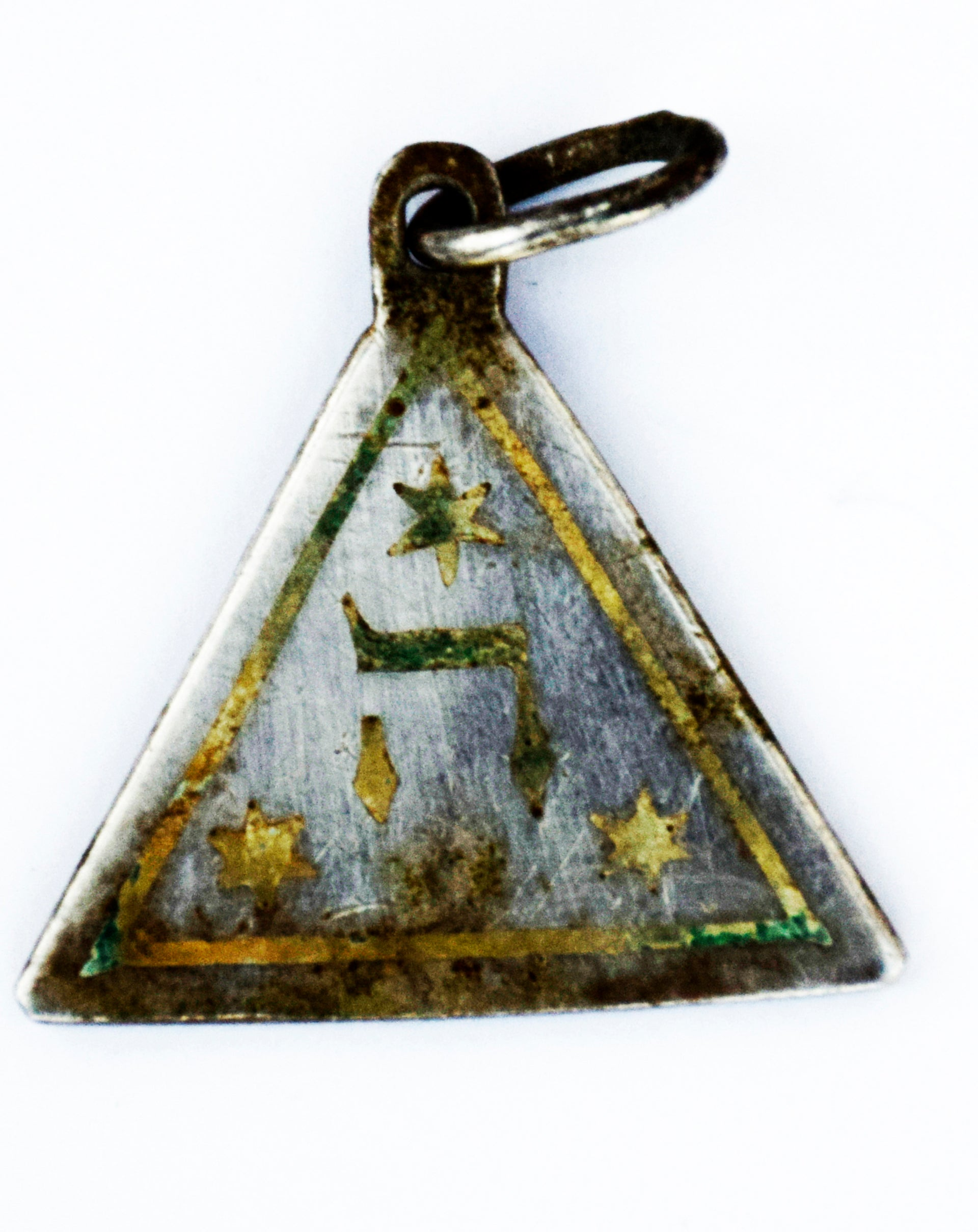 The side of the pendant bearing the letter 'heh' and Starts of David.