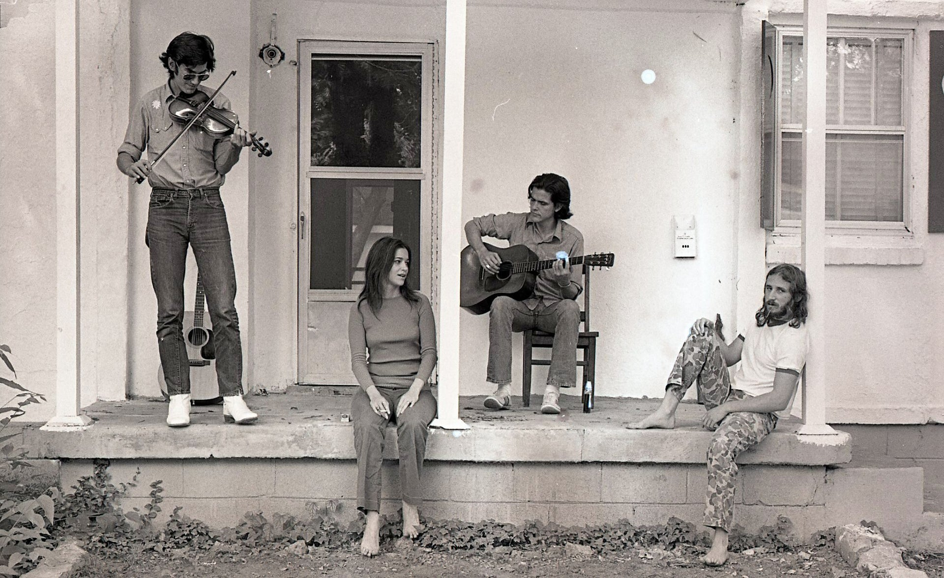 Daniel Antopolsky, right, in a 1972 photo while country musicians do their thing.