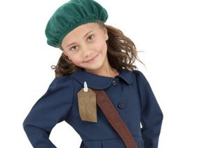 The Anne Frank Halloween costume included a long sleeve blue button-up dress, a brown shoulder bag and a green beret
