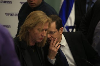 Zionist Union leaders Tzipi Livni and Isaac Herzog at the Knesset, January 16, 2017.