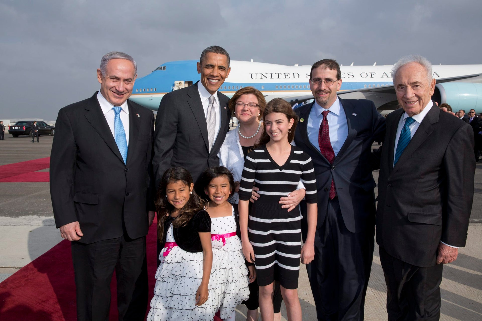 President Barack Obama photographed with Ambassador Dan Shapiro and family, Prime Minister Benjamin Netanyahu and then Israeli president Shimon Peres, March 22, 2013.