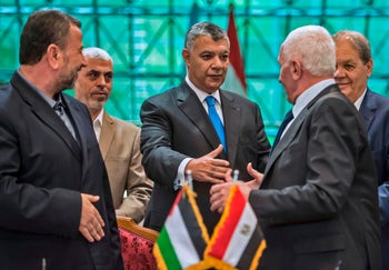 Yahya Sinwar, center, at the Hamas-Fatah reconciliation talks in Cairo, October 12, 2017.