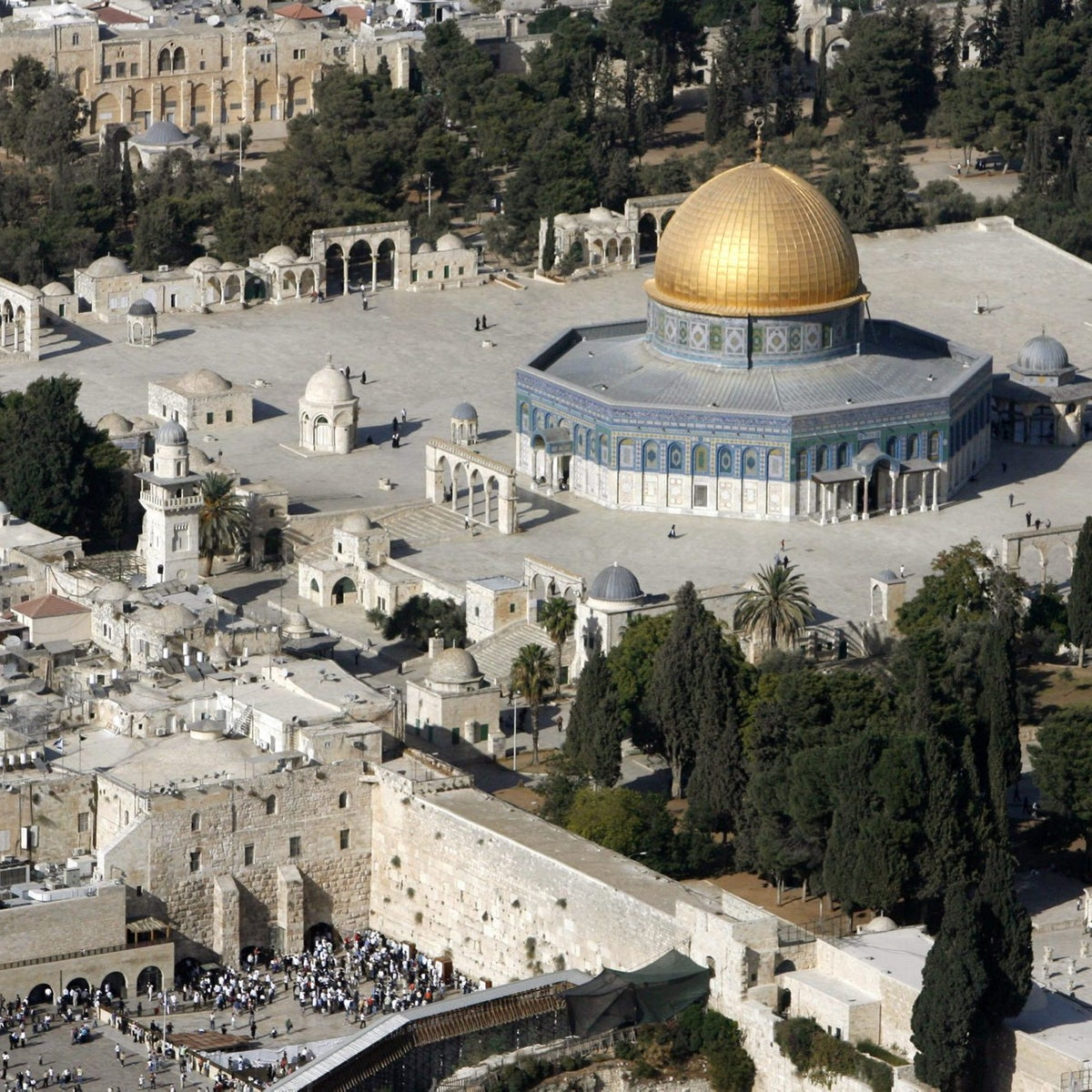 An aerial view shows the Dome of the Rock (R) on the compound known to Muslims as the Noble Sanctuary and to Jews as Temple Mount, and the Western Wall (L) in Jerusalem's Old City October 10, 2006.