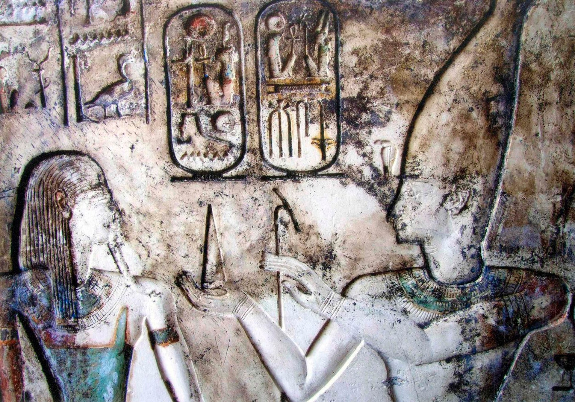 King Ramses II (on the right, with conical hat) with Geb, god of earth, carved onto the walls of temples in El-Qantara, around 160 km northeast of Cairo. Above Geb we see hieroglyphics. The carvings are very well preserved and seem to show remnants of blue and red paint.